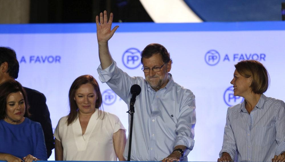 Mariano Rajoy celebra el triunfo en la sede del PP