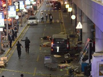 Imagen del dramático atentado en el aeropuerto de Estambul