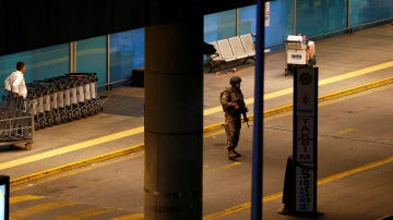 Un militar turco en el aeropuerto de Estambul