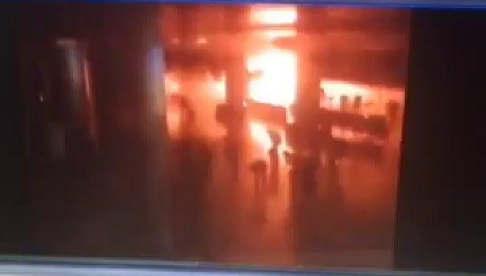Primeras imágenes del atentado en el aeropuerto de Estambul