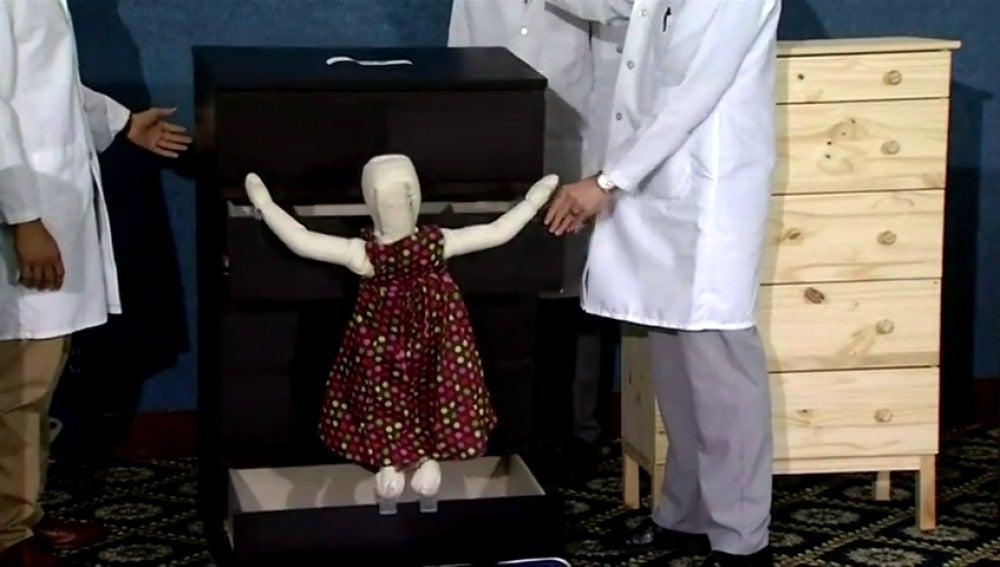 Frame 8.516783 de: Ikea retira 29 millones de cómodas Malm tras confirmarse el fallecimiento de varios niños aplastados