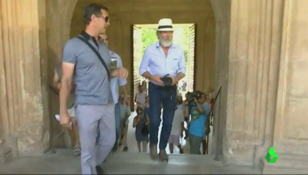 Frame 1.354282 de: Harrison Ford y Calista Flockhart visitan La Alhambra durante sus vacaciones en España