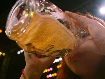 Cada vez que te bebes cuatro cervezas es como si te comieras una hamburguesa