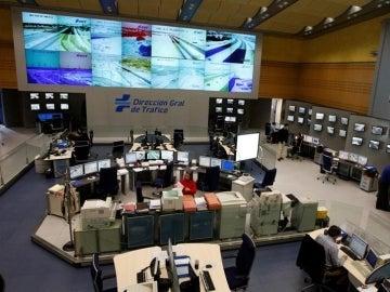 Vista general del centro de pantallas del Centro de Gestión de Tráfico de la Dirección General de Tráfico (DGT)