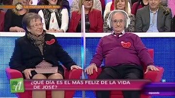 Frame 22.294159 de: El 'abuelo cantarín' que interrumpe un programa de amor al ritmo de 'María Isabel' de Los Payos