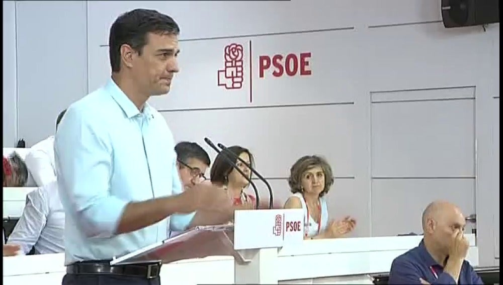 """Frame 1.123616 de: Pedro Sánchez: """"La obsesión de Iglesias por el 'sorpasso' sólo ha tenido el triunfo de Mariano Rajoy"""""""