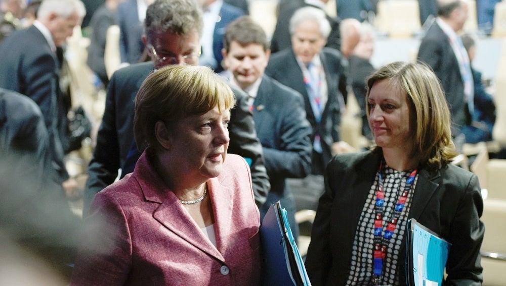 Merkel recuerda a los refugiados su obligación de respetar las leyes