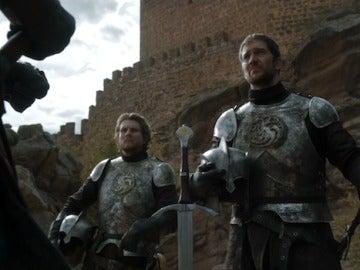 Un momento de la serie 'Juego de Tronos' rodado a las puertas del castillo de Zafra (Guadalajara)