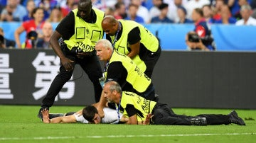 Un espontáneo saltó al campo durante la final de la Eurocopa 2016