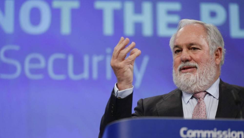 Arias Cañete se defiende ante la Eurocámara