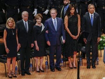 Obama rinde homenaje a los policías muertos en Dallas