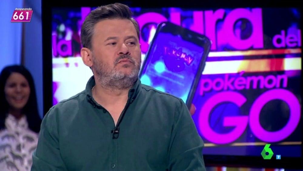 """Frame 80.176045 de: La fiebre del Pokémon Go llega también a Zapeando:""""¿Un botellón de móviles? No, están jugando al Pokémon Go"""""""