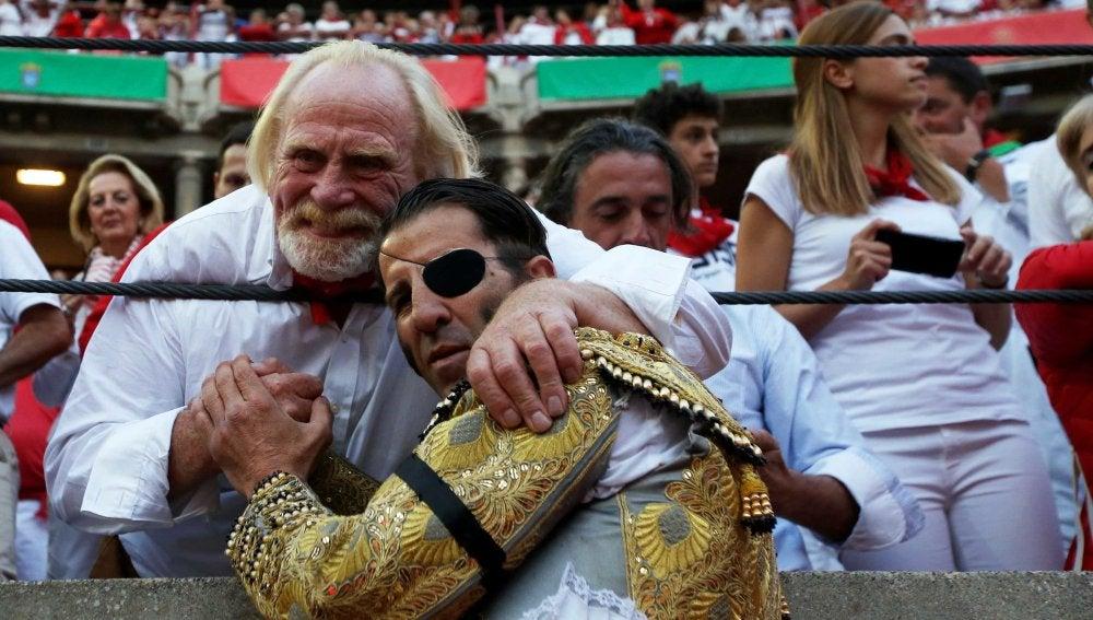 Padilla brinda un toro al actor de 'Juego de tronos' James Cosmo