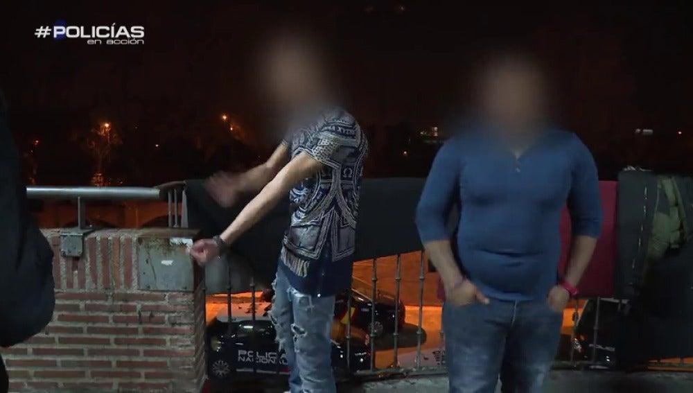 """Frame 88.295208 de: La Policía irrumpe en una reyerta: """"¿Me voy a callar yo siendo español y él extranjero?"""""""