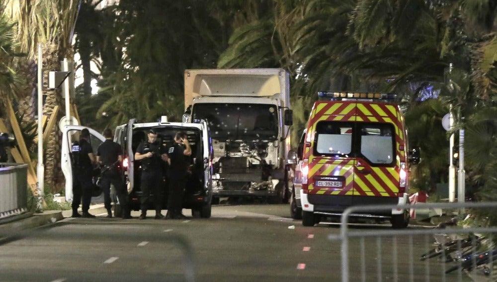 El camión tras el atentado en Niza