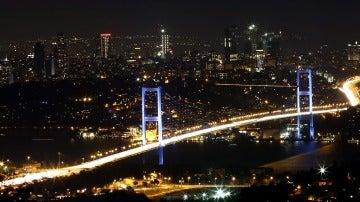 Imagen nocturna de Turquía durante el intento de golpe de Estado