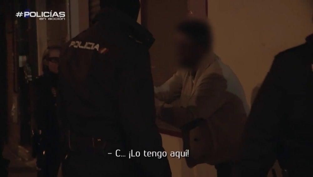 "Frame 31.402412 de: Amenaza a un portero tras ser expulsado de una discoteca: ""Te mato negro de mierda, vete a tu país"""