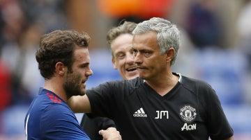 Mourinho felicita a Mata