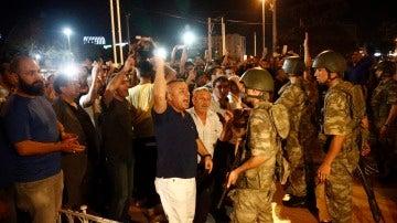Militares turcos durante el intento de golpe de Estado