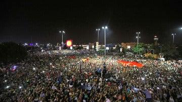 Una multitud clama contra el Golpe de Estado en Turquía