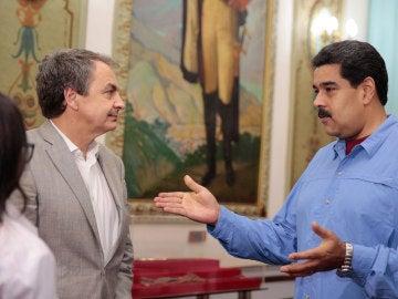 Zapatero junto a Maduro