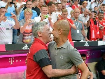 Ancelotti y Guardiola se saludan antes del Bayern-City