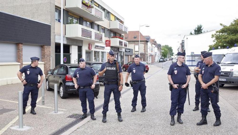 Agentes de la Policía francesa en Normandía