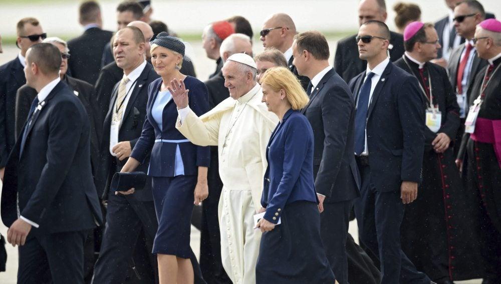 El papa Francisco, a su llegada a Cracovia por la Jornada Mundial de la Juventud