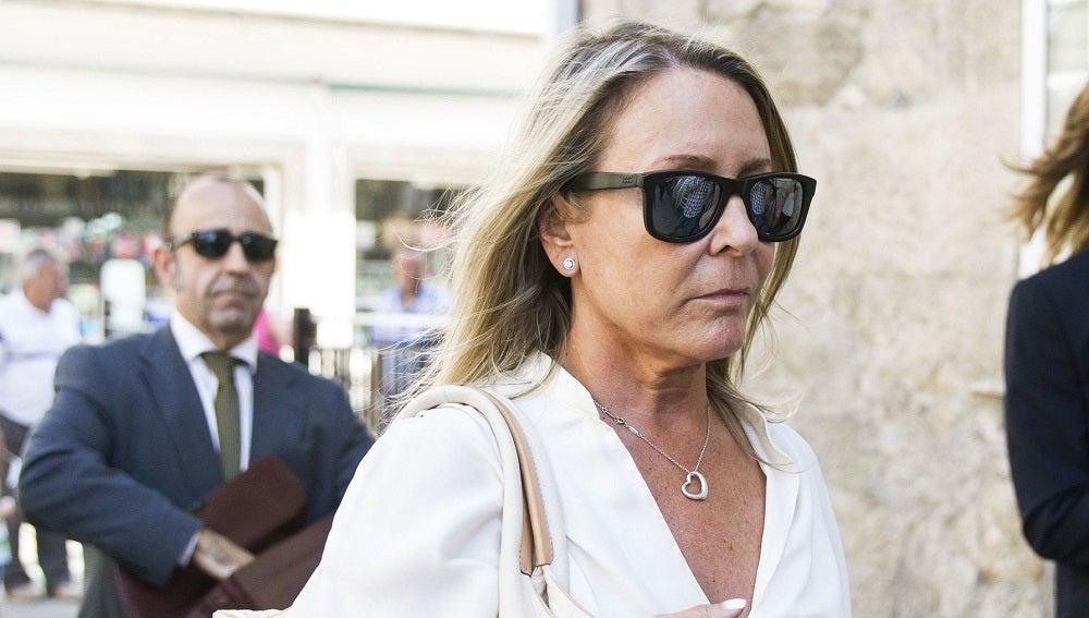 La viuda de Camilo José Cela, la periodista Marina Castaño, a su llegada al juzgado de Padrón