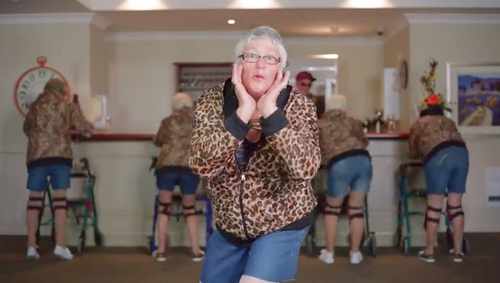 Frame 106.829111 de: ¿Has bailado alguna vez el 'Shake it Off' de Taylor Swift? Seguro que no tan bien como los ancianos de esta residencia