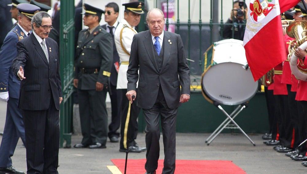 El rey emérito Juan Carlos asiste a la ceremonia de investidura del presidente peruano