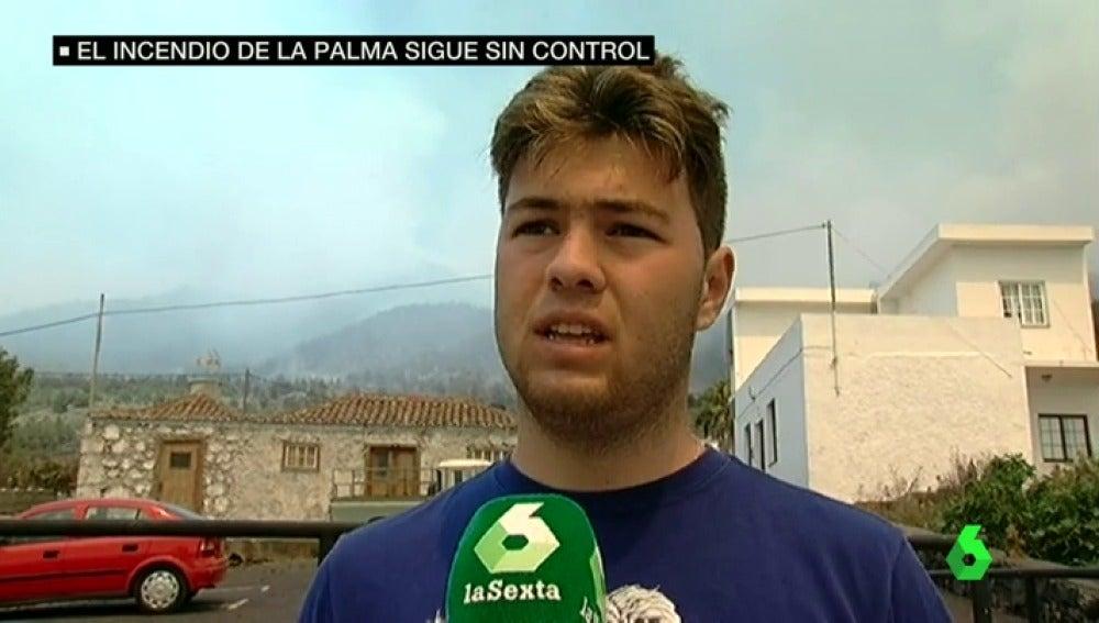 Los vecinos de La Palma viven con angustia el incendio que ya ha arrasado 2.000 hectáreas