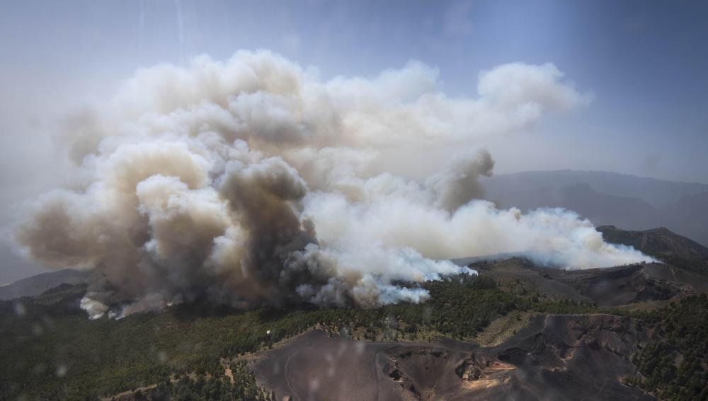 Fotografía aérea facilitada por el Gobierno de Canarias del incendio