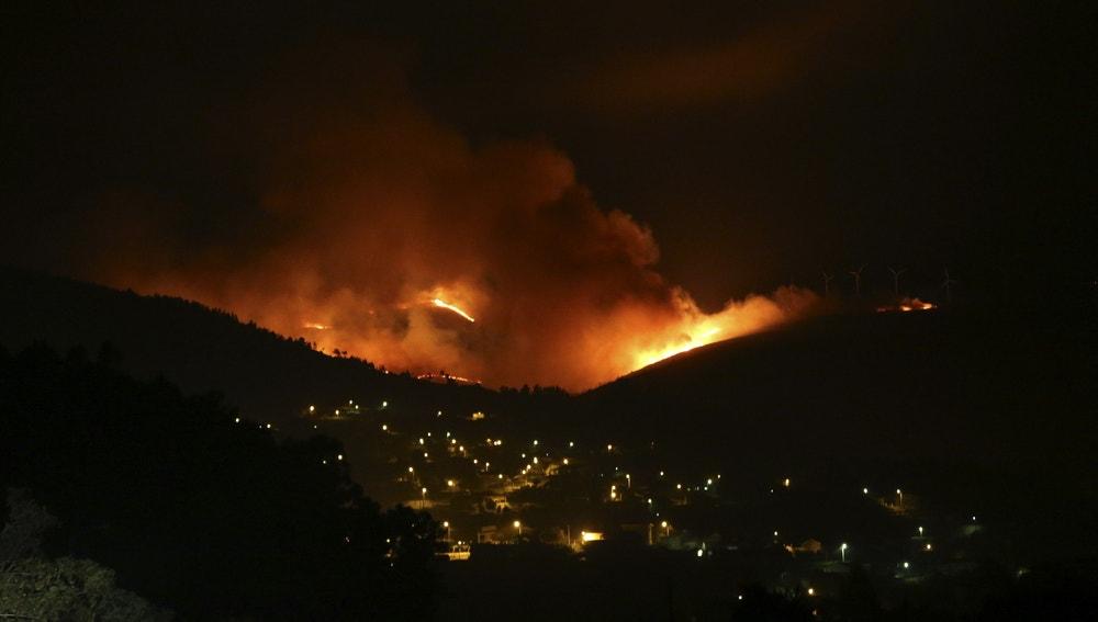 Panorámica de un incendio forestal