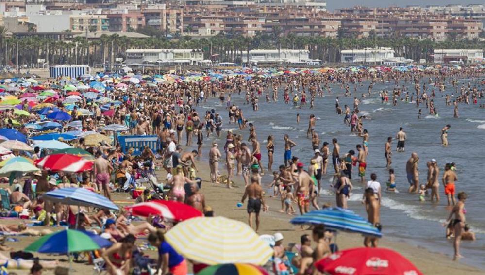Las playas de Valencia, ocupadas prácticamente en su totalidad