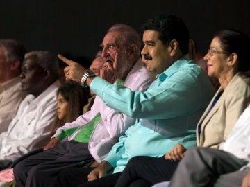 Fidel Castro reaparece en su 90 cumpleaños ante más de 5.000 personas