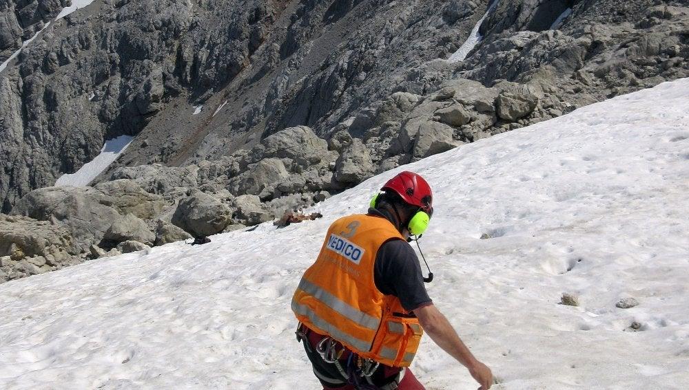 Rescate del cuerpo de un montañero fallecido en los Picos de Europa