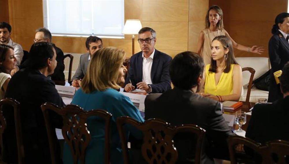 Los equipos negociadores de Ciudadanos y PP.