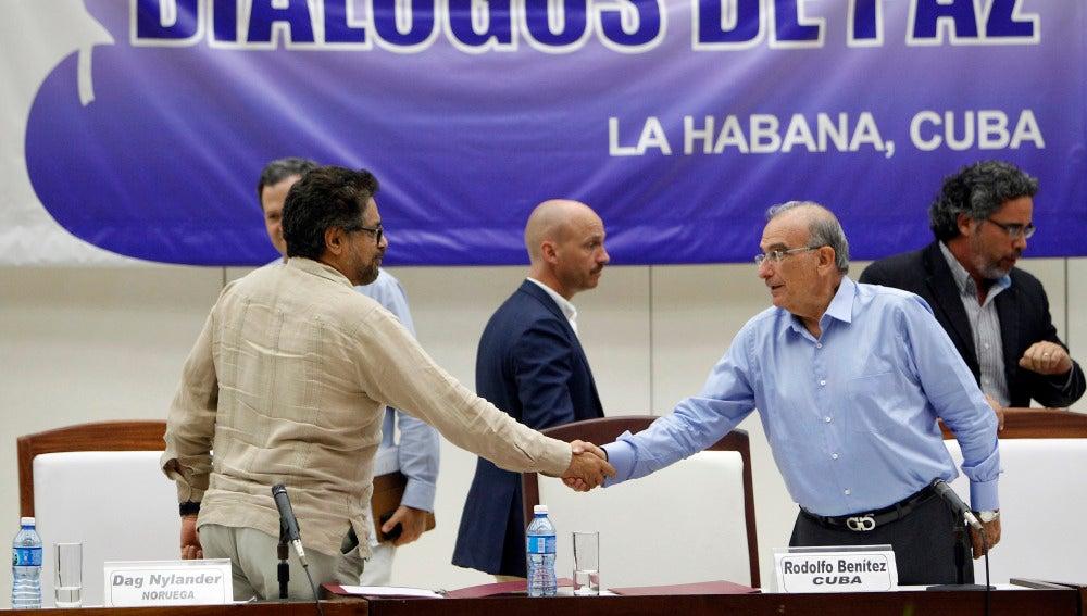 El comandante de las FARC y líder del equipo negociador de paz, Luciano Marín