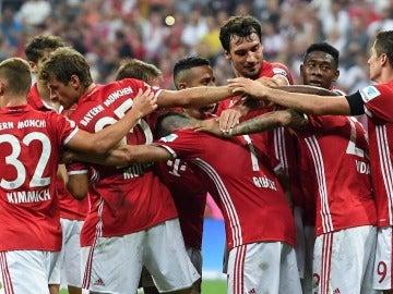 Los jugadores del Bayern celebrando juntos el gol de Ribery