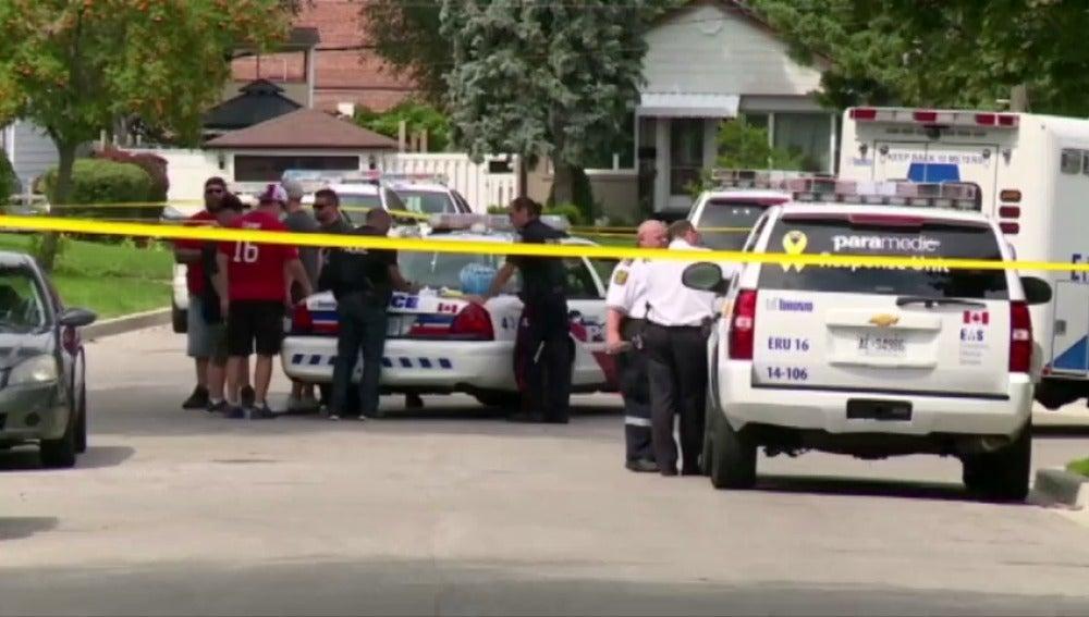 Frame 0.0 de: Tres personas mueren en Toronto tras ser atacadas con una ballesta