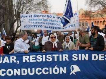"""""""Marcha de la resistencia"""" en Argentina de las Madres de Mayo"""