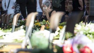 Los familiares de las víctimas del terremoto de Italia asisten al primer funeral oficial