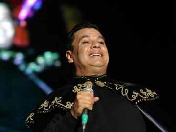 El cantante mexicano Juan Gabiel, durante un concierto