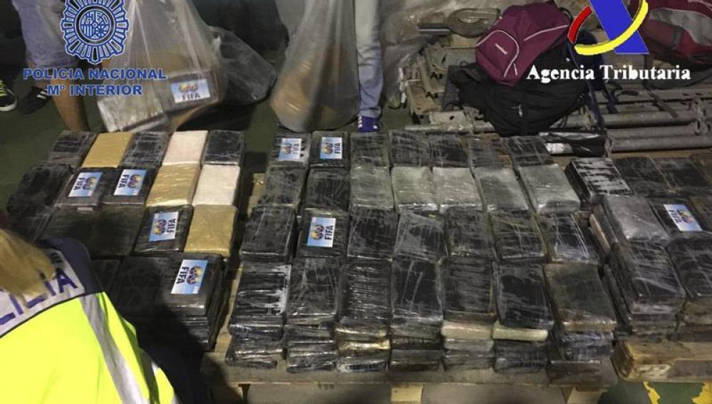 La droga incautada estaba oculta en cajas de bananas