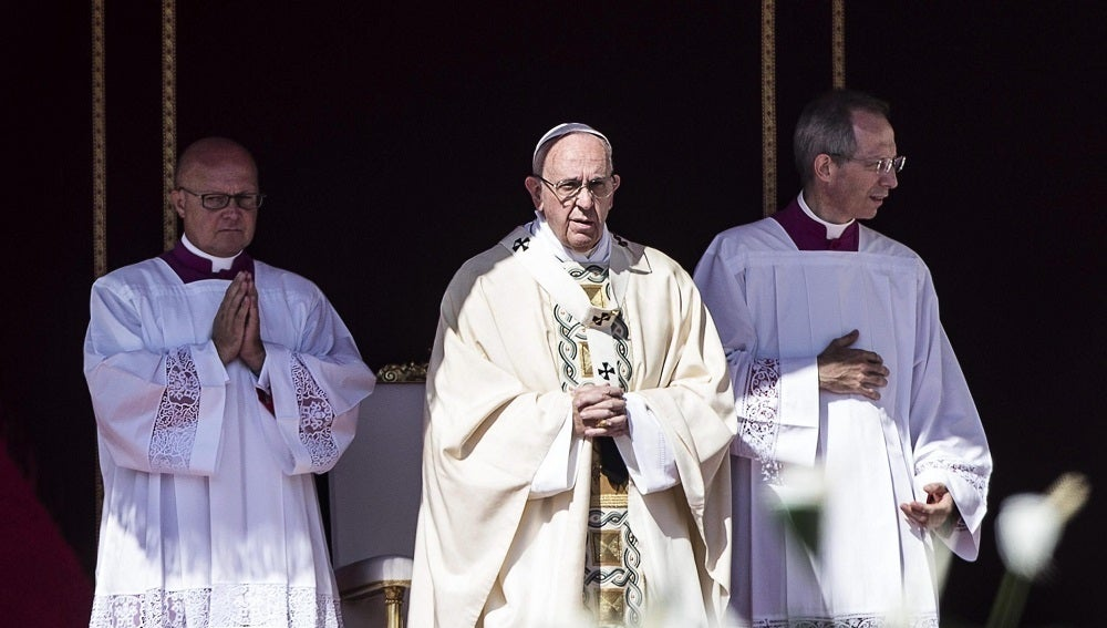 El Papa Francisco se dirige a los congregados en la misa de canonización de la madre Teresa en la Plaza de San Pedro del Vaticano.