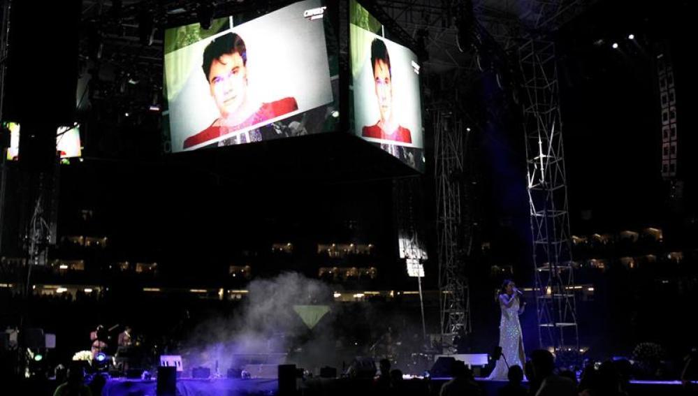 """Fotografía del concierto """"Una Celebración de Amigos"""" en homenaje al cantautor mexicano Juan Gabriel"""