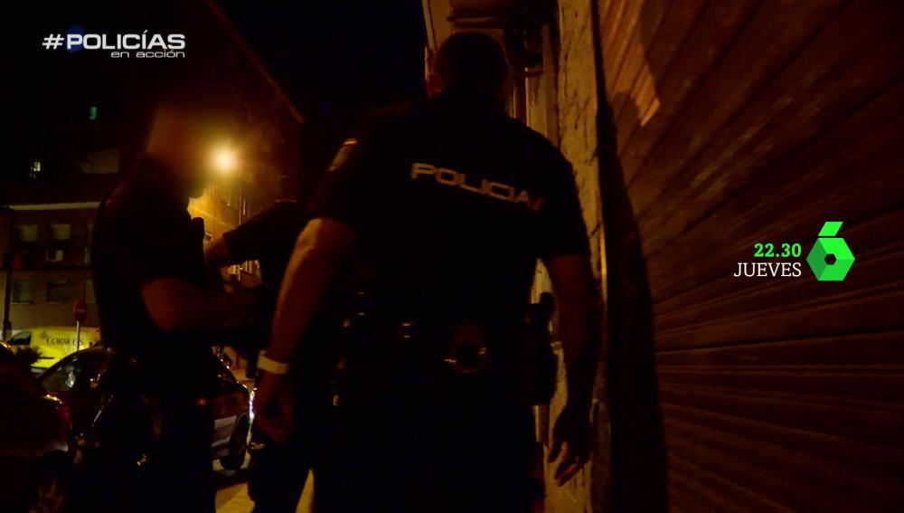 La policía detiene a un sospechoso de malos tratos