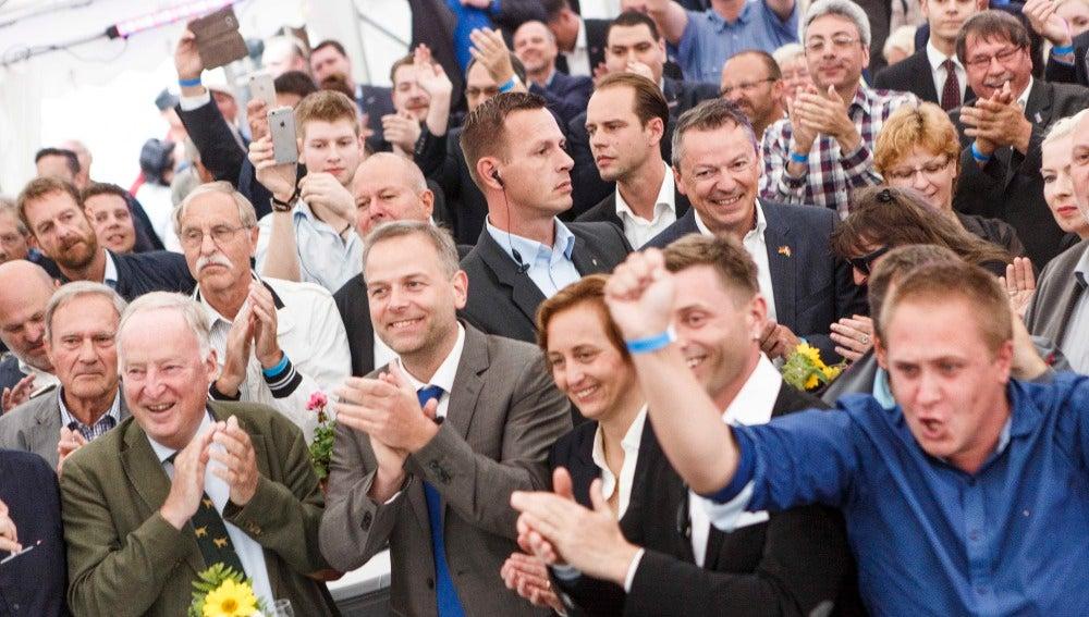 Los líderes de la AfD celebran los resultados en las elecciones regionales celebradas en Alemania