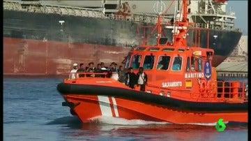 Rescatan a 15 menores argelinos que intentaban llegar al Cabo de Gata.